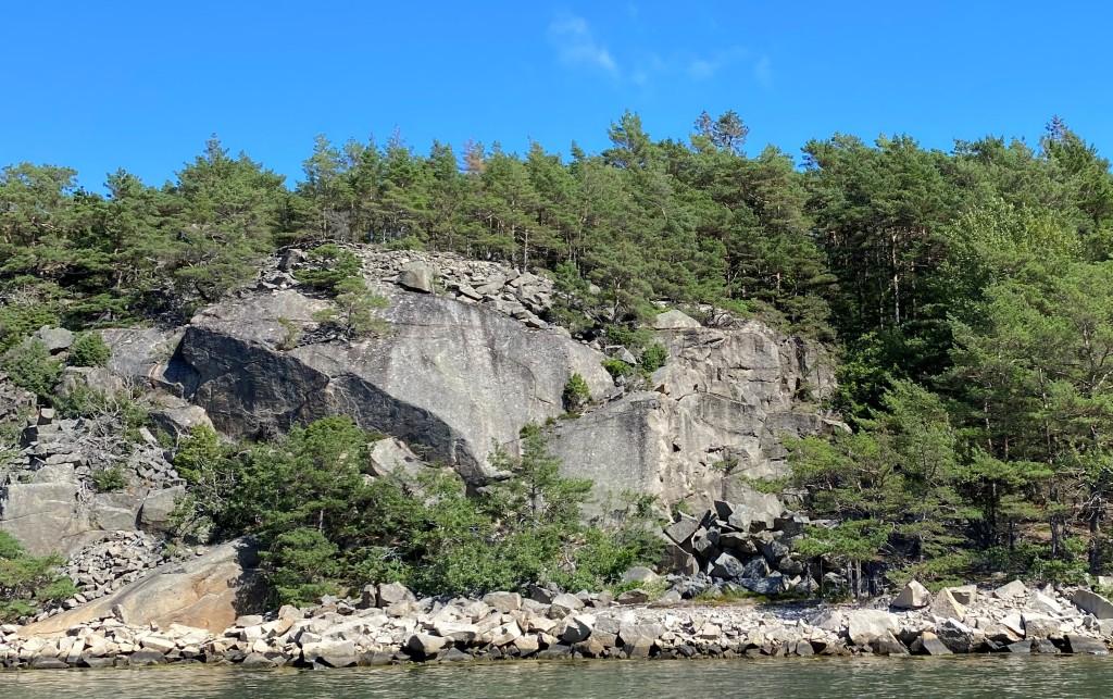 Större stenbrott där naturen tar över